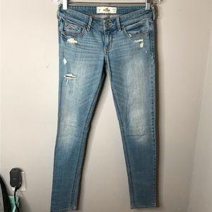 Hollister • Sz 3 Light Wash Skinny Jeans
